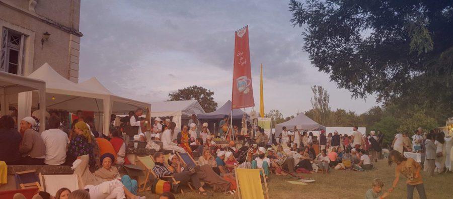 3HO Teestand Yogafestival Frankreich