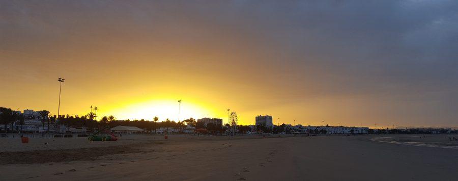 Sonnenaufgang Strand mir Riesenrad